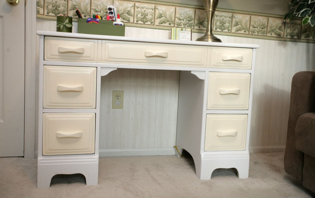 Revamped Desk for Kids Play Room