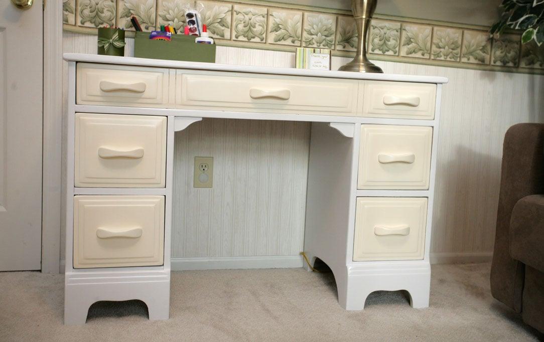 Revamped Desk for Kids Play Room
