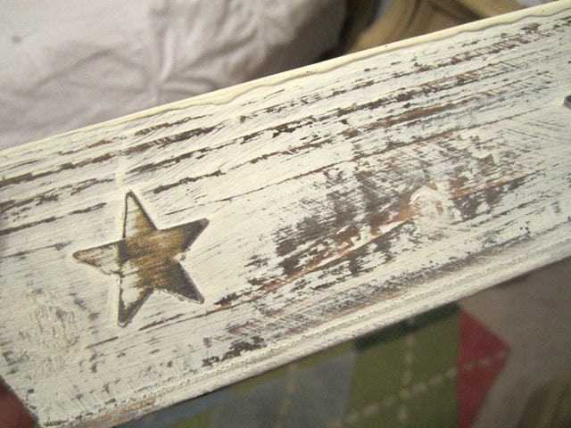 A small star on the wooden tray.