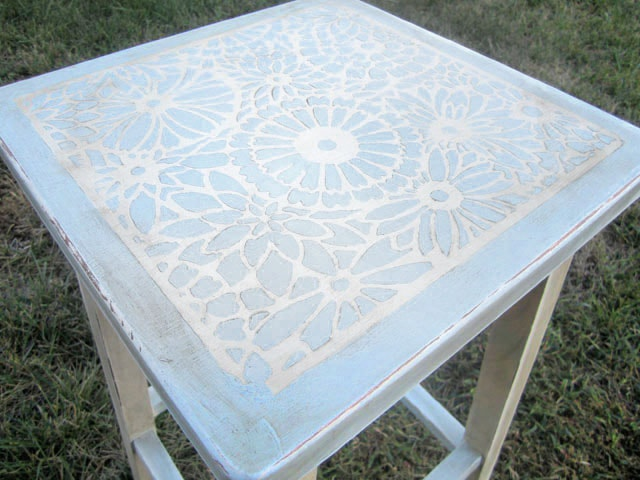 stenciled-top-chalk-paint