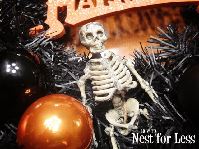 Up close picture of the skeleton on the wreath.