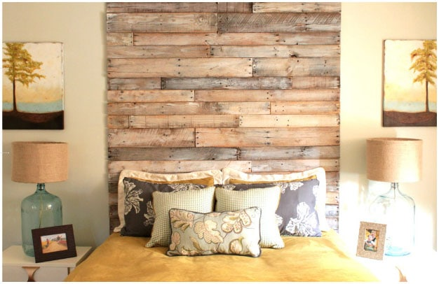 Pallet headboard from The Rooster and The Hen