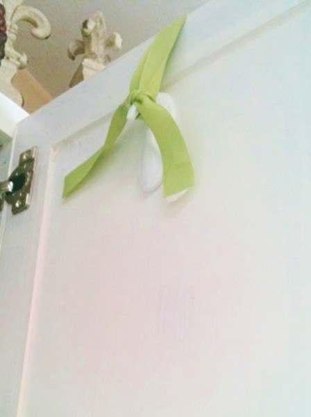 command hook for hanging wreaths