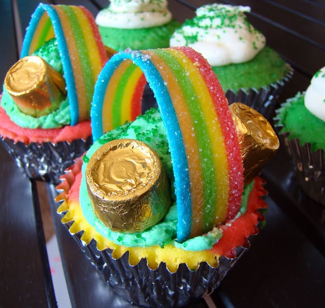 st patricks day rainbow cupcakes