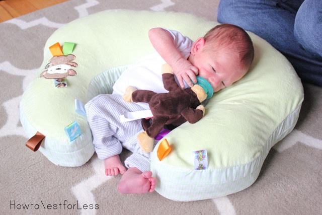 mombo™ Nursing Pillow GIVEAWAY!