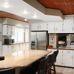 white paint kitchen cabinets