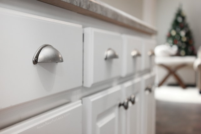 white kitchen cabinet with pulls