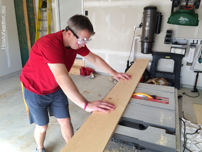 plank wall wreath hanger tutorial