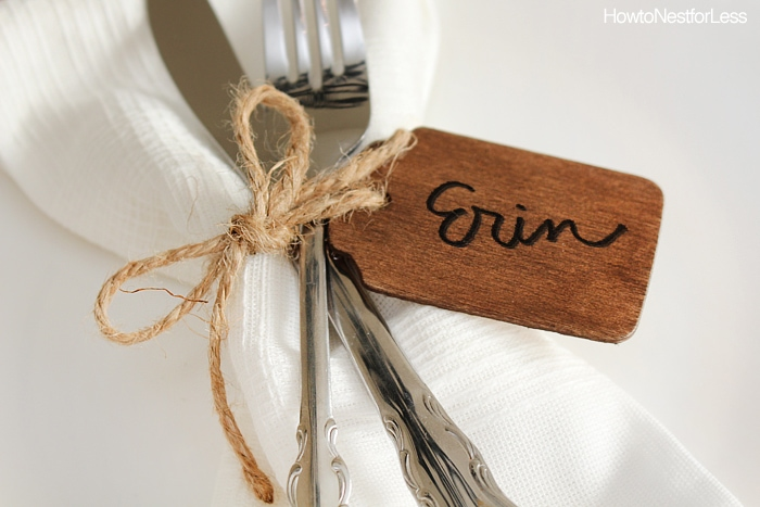 Close up picture of the wooden tag on the plate.