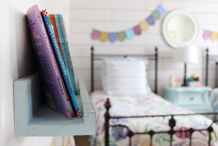 bedroom DIY bookshelves