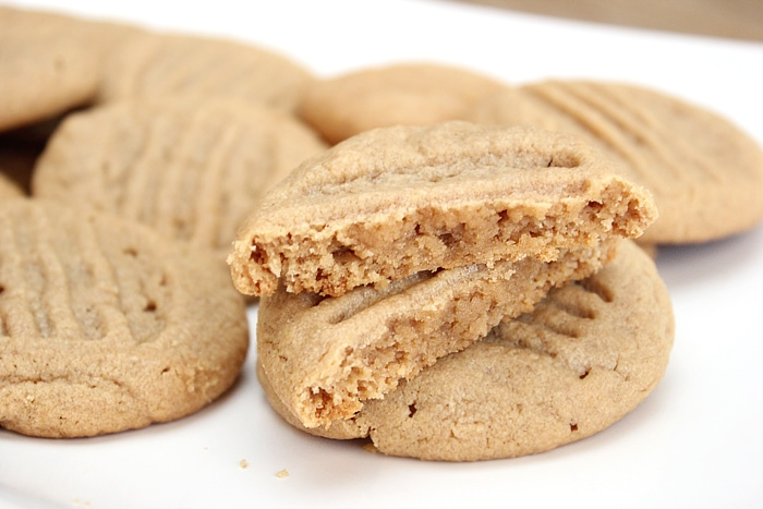 4-ingredient-peanut-butter-cookie-recipe
