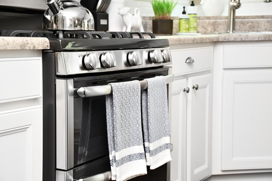 White Kitchen Cabinets With Dark Island