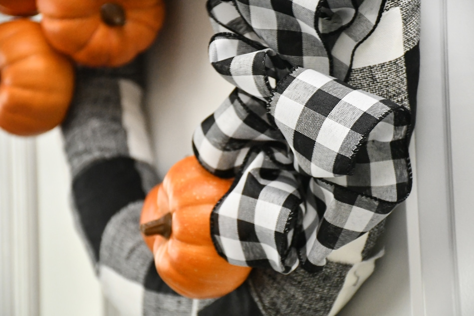 Close up picture of the checkered ribbon.