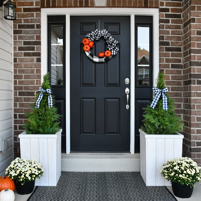 Fall Front Porch: Fall Front Porch Makeover With Buffalo Check And Pumpkins